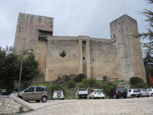 Il Castello di Pereto sui Monti Carseolani domina la Piana del Cavaliere e la Tiburtina Valeria