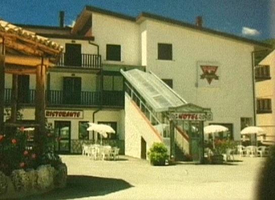 Hotel Ristorante I Bucaneve, una delle attività che ha resistito in questo lungo lasso di tempo in cui la stazione sciistica è stata chiusa