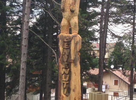 Ovindoli, abete morto trasformato in scultura a forma di orso marsicano