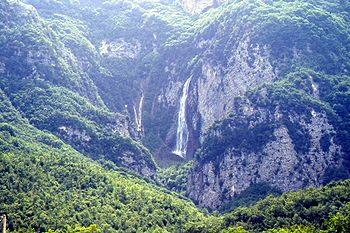 """Valle Roveto: la Riserva Naturale """"Zompo Lo Schioppo"""" e il turismo ecosostenibile"""