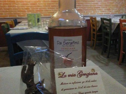 """San Vito Marina (Ch): l'esperto del """"beverage"""" Osvaldo Paolucci della trattoria """"Serafino"""", promuove la Genziana, prodotto tipico abruzzese"""