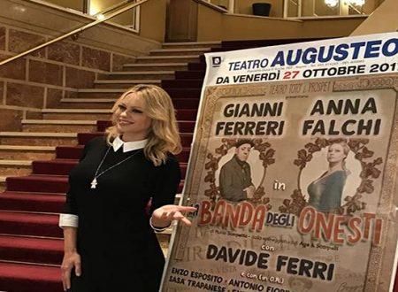 """Napoli: chiusura fra gli applausi per la replica della commedia """"La banda degli Onesti"""" al Teatro """"Totò"""""""