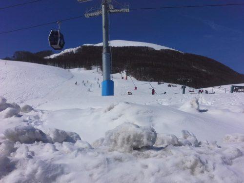 """Roccaraso la """"capitale"""" appenninica dello sci, col più grande impianto d'innevamento programmato d'Italia (terzo in Europa)"""