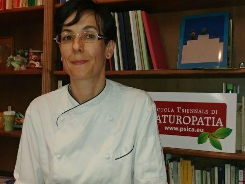 La Chef Emanuela Tommolini presenta i suoi corsi di cucina naturale presso Psica