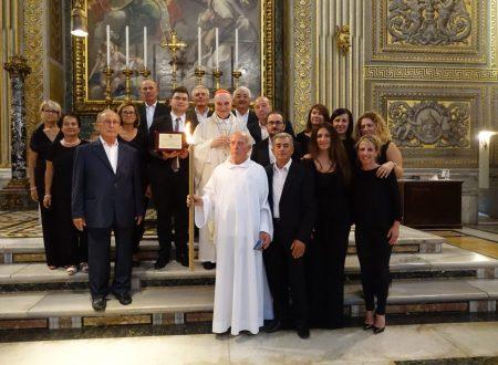 """Il Card. Angelo Comastri, Vicario Generale del Pontefice, omaggia in Vaticano il """"Coro Polifonico Santa Maria Arabona"""""""