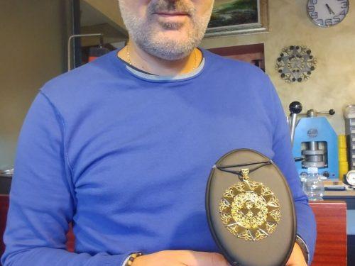 Il Maestro Orafo Maurizio D'Ottavio ci spiega le fasi della produzione artigianale della Presentosa in Filigrana
