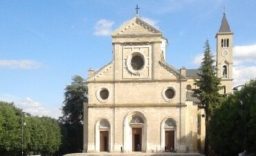 Esequie degli escursionisti recuperati sul Velino nella cattedrale dei Marsi